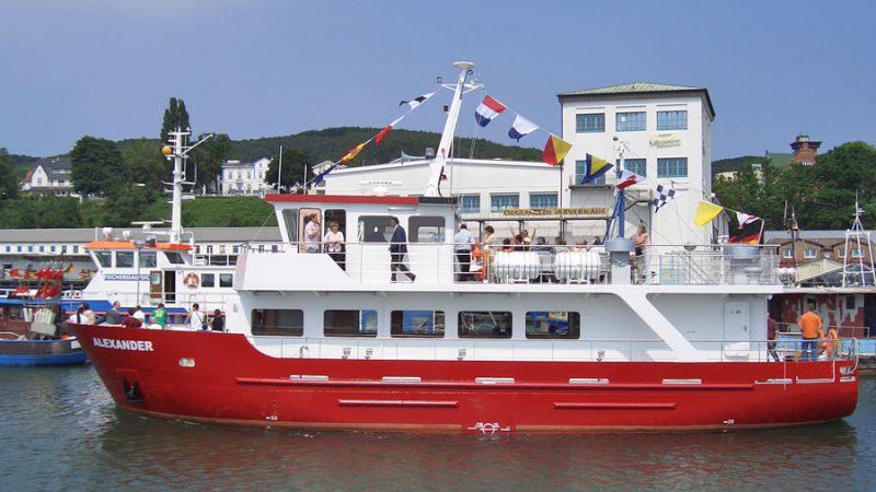 Sassnitz auf Rügen - MS Alexander in der Hafenstadt Sassnitz